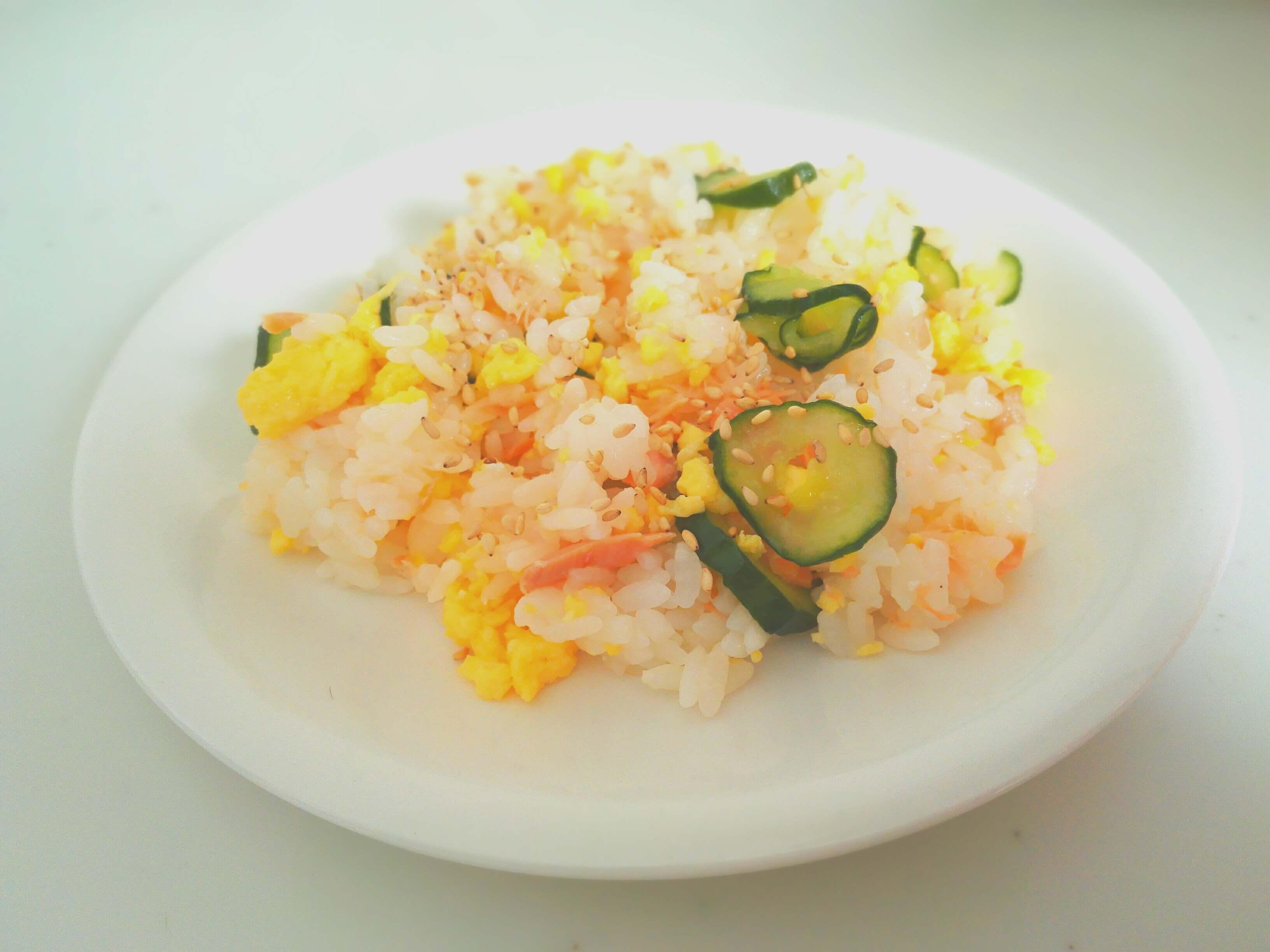 【ご飯】鮭と卵ときゅうりを使ったご飯のレシピをクックパッドで検索。